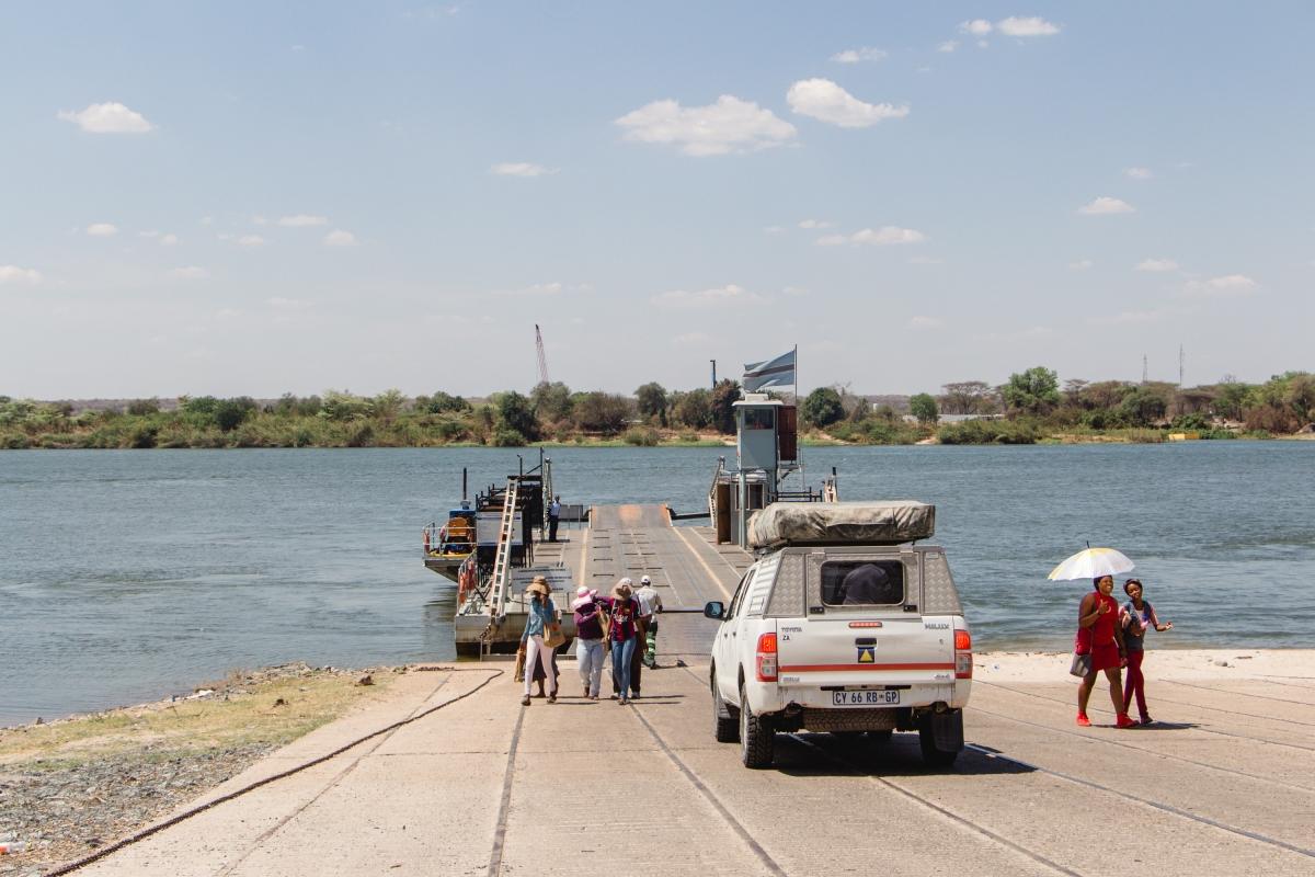 Zambia – Vic Falls withoutwater